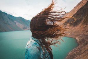 ¿Daña el viento al pelo?