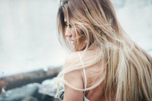¿La contaminación afecta al cabello?